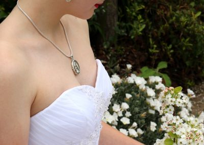Bride wearing handmade jewellery by Aramaya using re-purposed ivory from piano keys